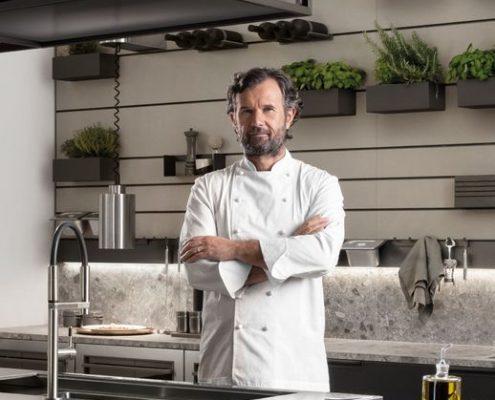 El chef Carlo Cracco diseñador de la Cocina Mia