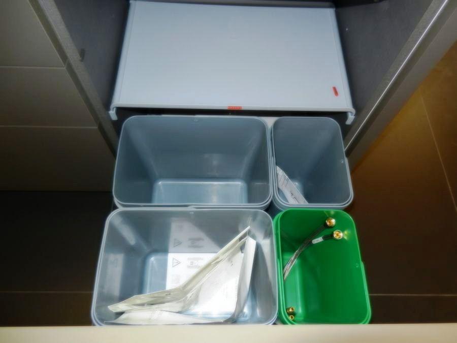cocina foodshelf exposicion cubos reciclaje