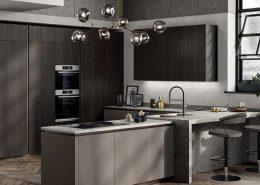 Composición Biomalta Arcilla Agra para muebles bajos y enchapado Roble Carbón para muebles altos y columnas, una mezcla de colores sofsticados y de materiales de alta calidad para crear un estilo inolvidable.